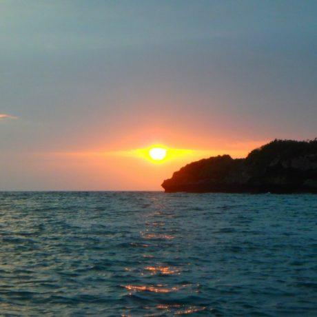 夕焼けと水平線