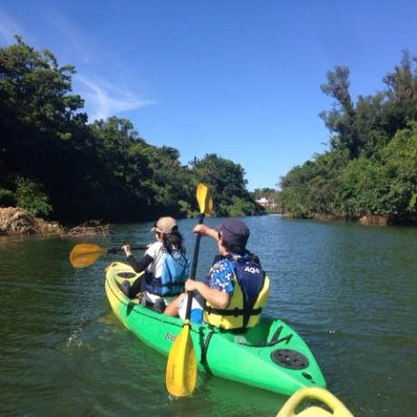 比謝川を漕ぐ