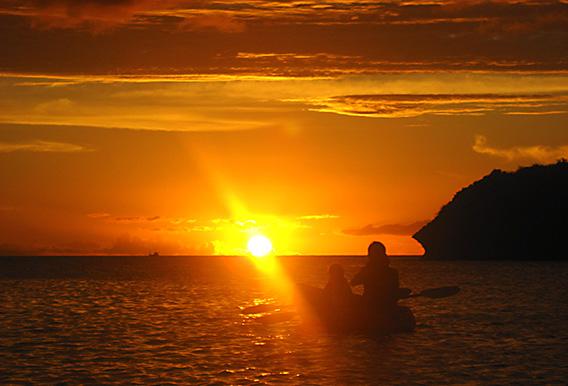 沖縄到着後はサンセットカヤックツアー