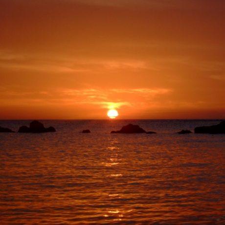 真ん丸オレンジの夕日