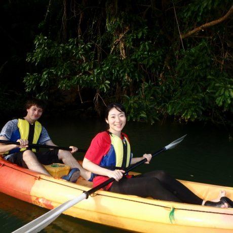 亜熱帯の川でカヤック