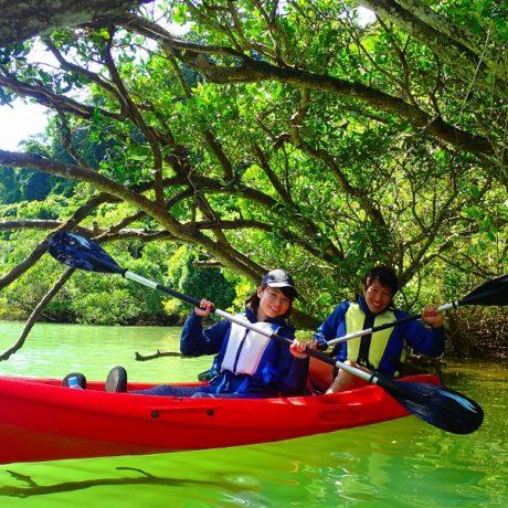 緑の川でカヤック