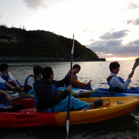 船に沈む夕日