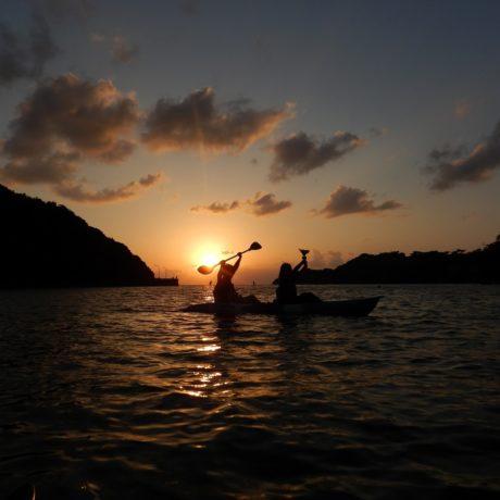 カヤックと夕日